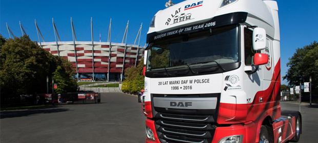 Le DAF XF élu « Master Truck of the Year 2016 » (camion de l'année 2016)